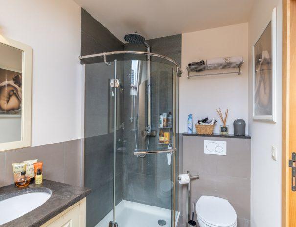 Bedkamer met douche   Gastenhuis SweetHome Barebeek B&B Driehoek : Brussel - Mechelen - Leuven (Kampenhout Berg)